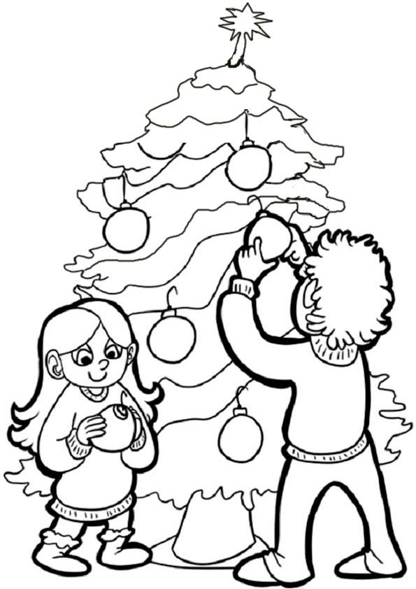 Kinder legte den Weihnachtsbaum